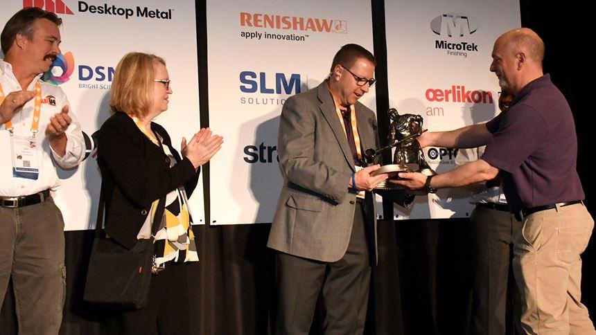 AMUG president presents Thomas Sorovetz with award