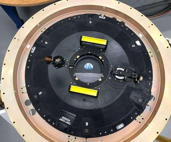 Orion docking hatch assembly