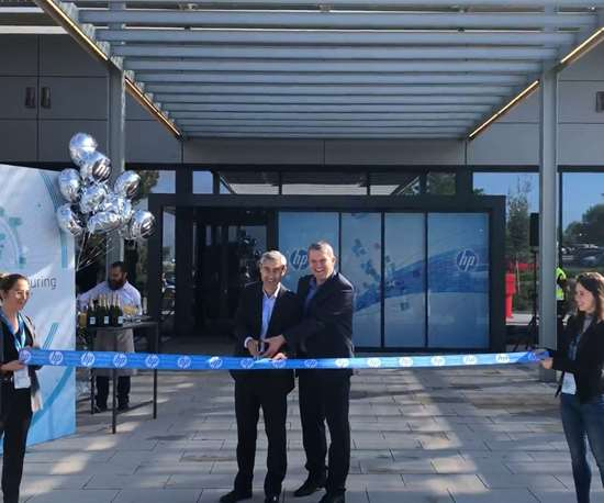 Ramon Pastor and Christoph Schell cutting ribbon in front of new HP Center of Excellence
