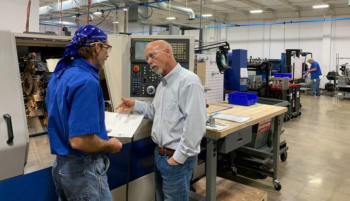 Dan Owens (derecha) dirige MW Innovation.