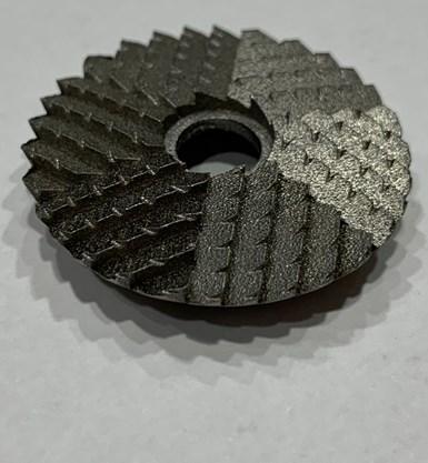 ¿Las partes de manufactura aditiva metálica necesitan mecanizado? Normalmente sí. No en este caso. Para esta herramienta de cadáveres, la aditiva por sí sola logró la agudeza necesaria del filo.