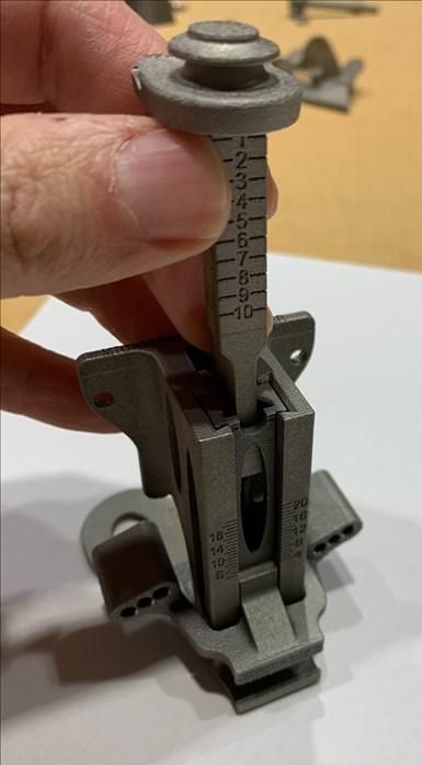 Este dispositivo de medición quirúrgico parece ser un mal candidato para la impresión 3D. La precisión requerida exige el mecanizado.