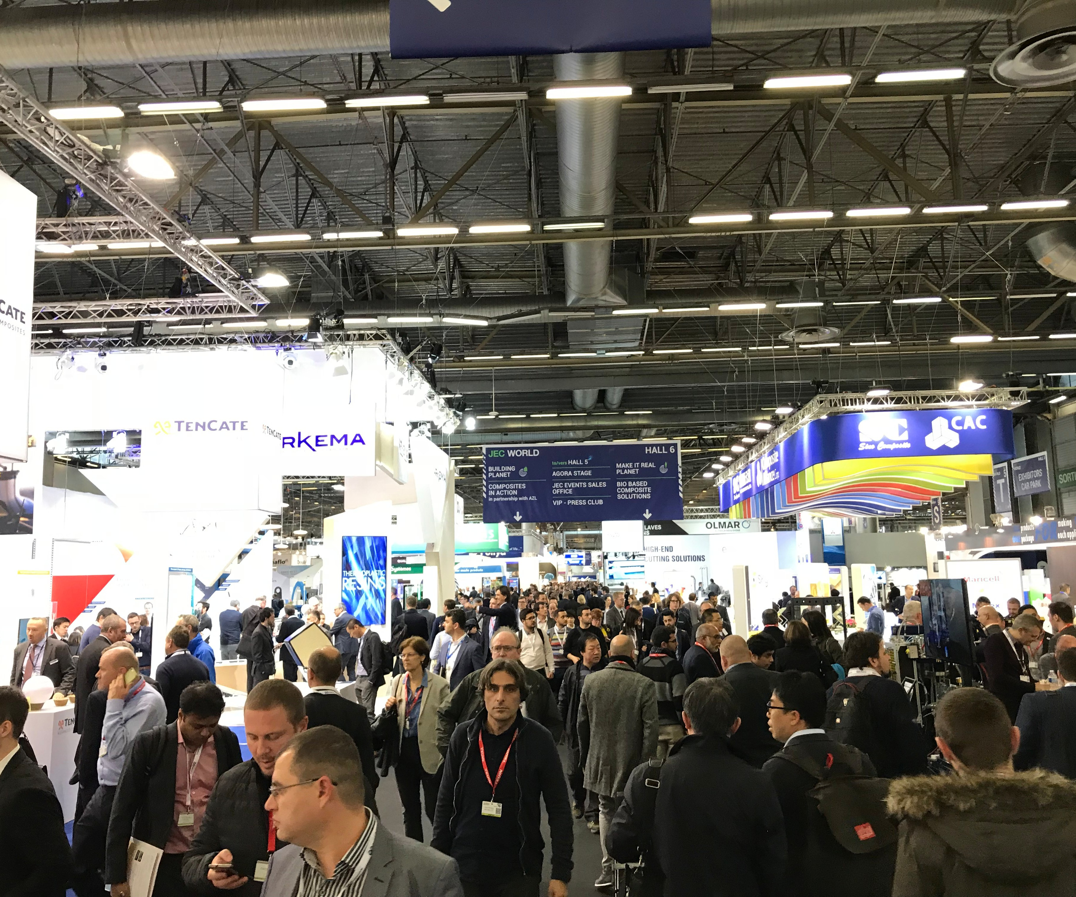 JEC World 2018 crowded aisle.