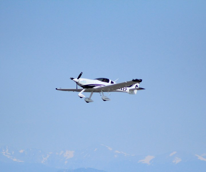 eFlyer 2 electric airplane