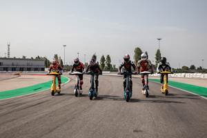 eSkootr冠军赛采用YCOM复合全电动滑板车