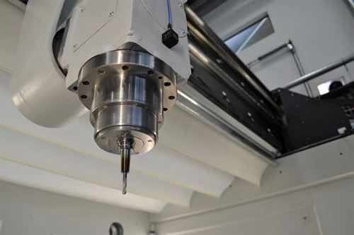 人工智能优化碳纤维增强复合材料数控铣削