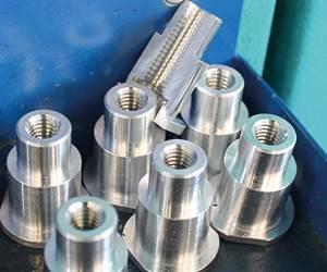 Cambiar la producción del equipo de husillo múltiple de seis husillos MS 22-6 a la máquina de ocho husillos ahorró ocho segundos en el tiempo de ciclo por pieza.