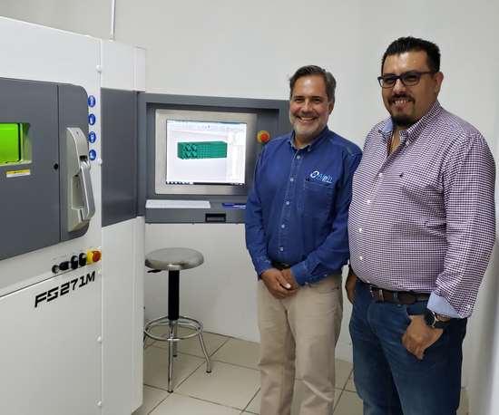 Max Jecklin (izquierda) y Humberto Garcia son socios y directores de la empresa Aceros Progresivos Mexicanos, que surgió por la necesidad de hacer componentes complejos y de geometrías intrincadas que demanda el sector de moldes.
