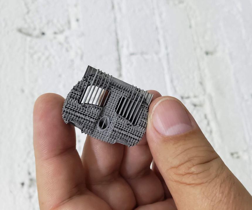 Esta es una caja cervical fabricada para la industria médica. Se le aplicó un patrón mallado y originalmente es solida por todos sus lados.