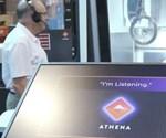 Athena puede controlar la máquina, solicitar informes de estado, calcular mediciones clave y capacitar a los operarios.