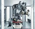 Robot para celda que automatiza dos máquinas a la vez