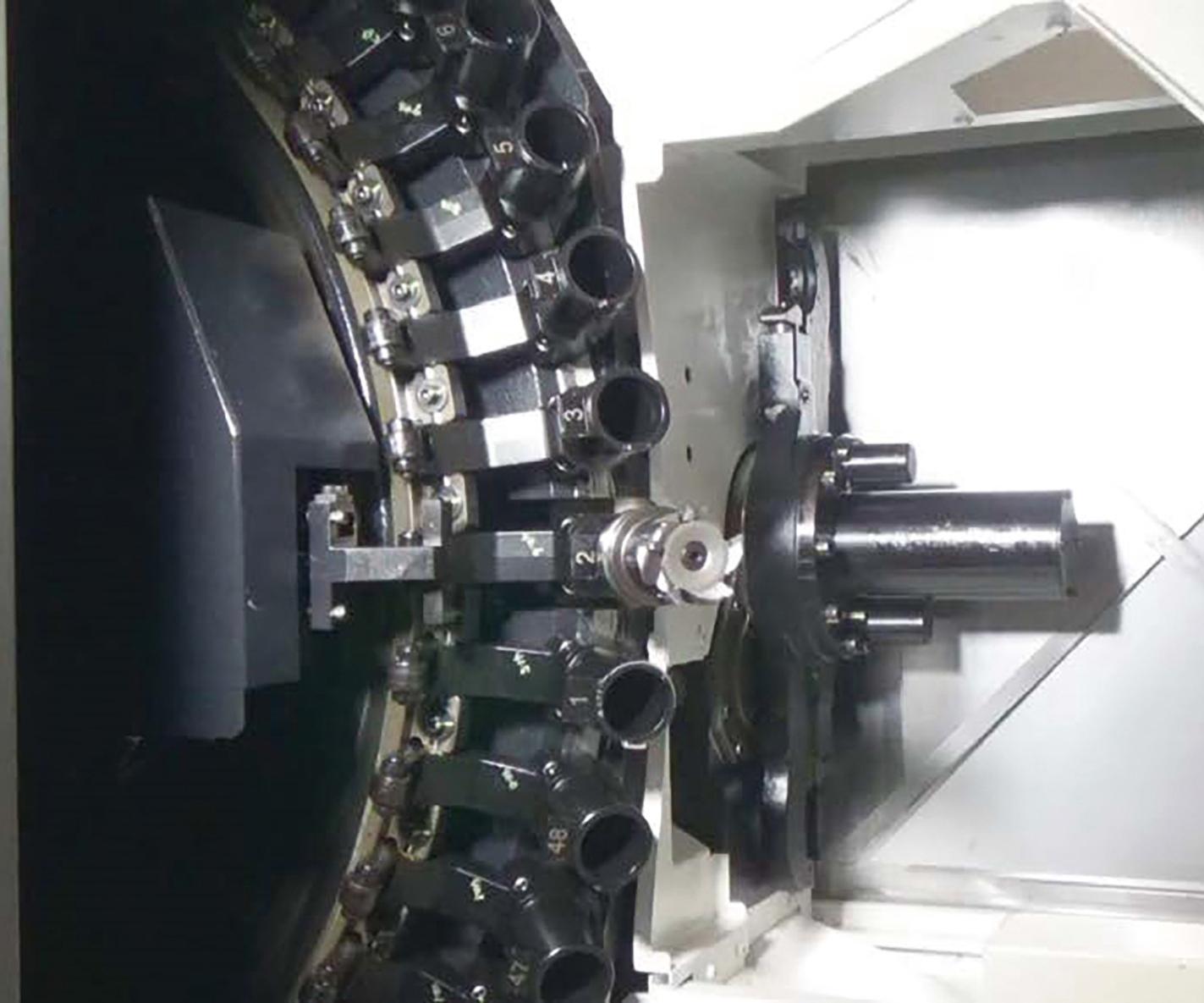 El centro de mecanizado horizontal MB-5000HII, de Okuma,comparado con la versión anterior, cambió el ATC a un magazín tipo disco que es 40% más rápido y que tiene espacio para herramientas de mayor tamaño.