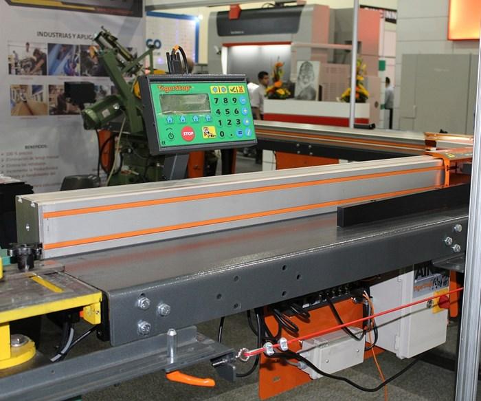 Sistemas de calibración de tope y de posicionamiento de material