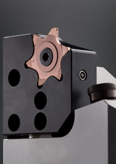 El inserto 64T es un nuevo sistema de ranurado de 6 filos de Horn.