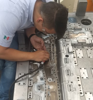 El Laboratorio atiende servicios para moldes de inyección de plástico de hasta 20 toneladas. Crédito: CIATEQ.