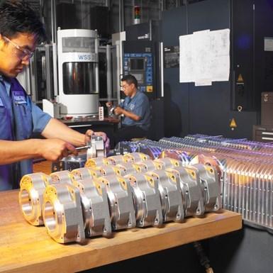 Debido a que KrisDee está produciendo piezas tan críticas, la compañía está tomando precauciones adicionales para mantener a sus trabajadores seguros y sanos.