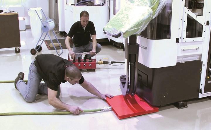 El sistema de desplazamiento neumáticoAero Gose desliza debajo del equipo que se va a mover, encajando perfectamente dentro de la base de la máquina.
