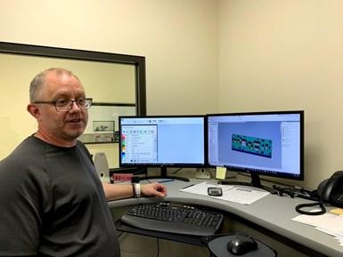 """Chad Coates implementó un complejo sistema que los empleados de Otto Engineering llaman """"mecanizado por color""""."""