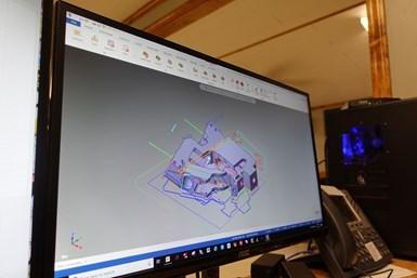 Advance CNC utiliza los patrones de la herramienta de fresado dinámico de alta velocidad de Mastercam para utilizar toda la longitud de la flauta de sus herramientas de corte y minimizar el desgaste de la herramienta.