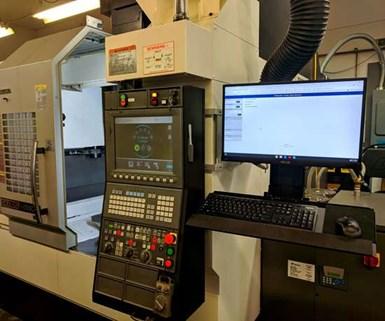 Las terminales en los centros de mecanizado de East Branch Engineering and Manufacturing ejecutan el software ERP ProShop.