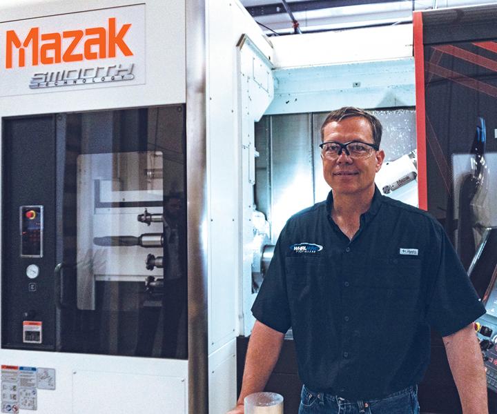 Jim Rust, presidente de Whirlwind Propellers, se encuentra junto a la máquina multitarea Mazak Integrex i-200S que ha ayudado a reducir los tiempos de producción, mejorar la precisión de mecanizado y reducir los gastos operativos de su taller.