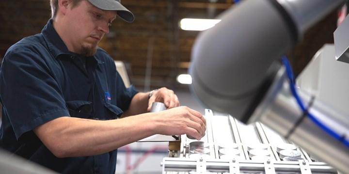 Con el UR5e, Toolcraft pudo terminar su producción anual siete semanas antes que con mano de obra convencional.