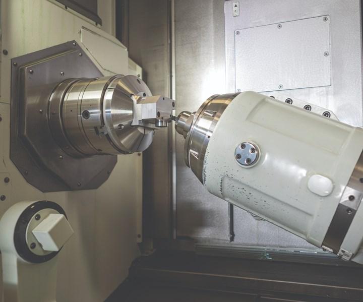 Una máquina multitarea de siete ejes Mazak Integrex i200 completa un corte en un dispensador de alimentación para marcación de pavimento.