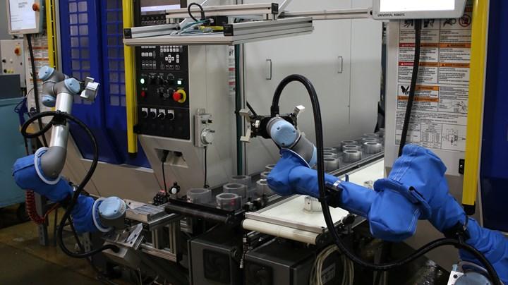Task Force Tips, de Estados Unidos, utiliza sus dos robots UR5 para tareas de carga y descarga. Foto: Universal Robots.