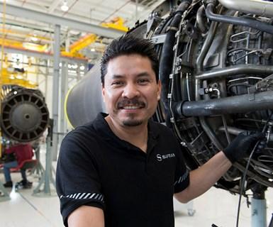 Centro de mantenimiento y reparación (Querétaro). Control endoscópico de un motor CFM56-5. Foto: Philippe Stroppa / Snecma / Safran.