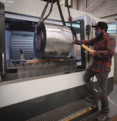 Actualmente, el taller de Molrio cuenta con ocho centros de mecanizado, de los cuales dos son de cinco ejes, y tres tornos CNC.