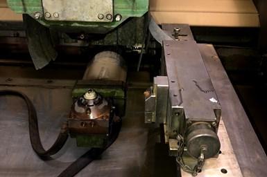 Antes, en Evolución en Moldes hacían los montajes de las piezas de trabajo como un proceso tradicional de clamps. El operario tenía que habilitar los clamps con sus respaldos para que diera la altura de la pieza dentro de la máquina y buscaba una esquina de la máquina para poder sujetar la pieza de trabajo.