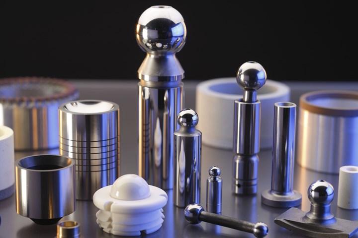 Ejemplos de diferentes partes y materiales que han sido superacabados.