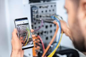Las soluciones digitales de United Grinding abarcan tres ofertas principales: supervisión de la producción, supervisión del servicio y servicio remoto.