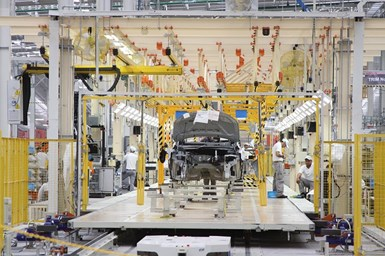 La producción total de vehículos ligeros en marzo de 2021 fue de 303,545 unidades.