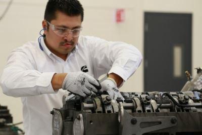 De acuerdo con INEGI, en diciembre de 2020 el personal ocupado total en la industria manufacturera mostró un alza de 0.6% con relación al mes anterior