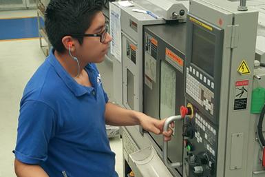 En comparación con el torneado CNC convencional, el mecanizado tipo suizo CNC es una experiencia diferente. Los operarios y programadores que cambian de una a otra máquina tienen que adaptar su forma de pensar sobre el ciclo de mecanizado.
