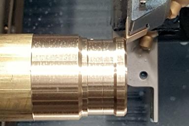 En los últimos años muchas empresas utilizan los tornos tipo suizo en la producción de piezas y componentes para diversas industrias.
