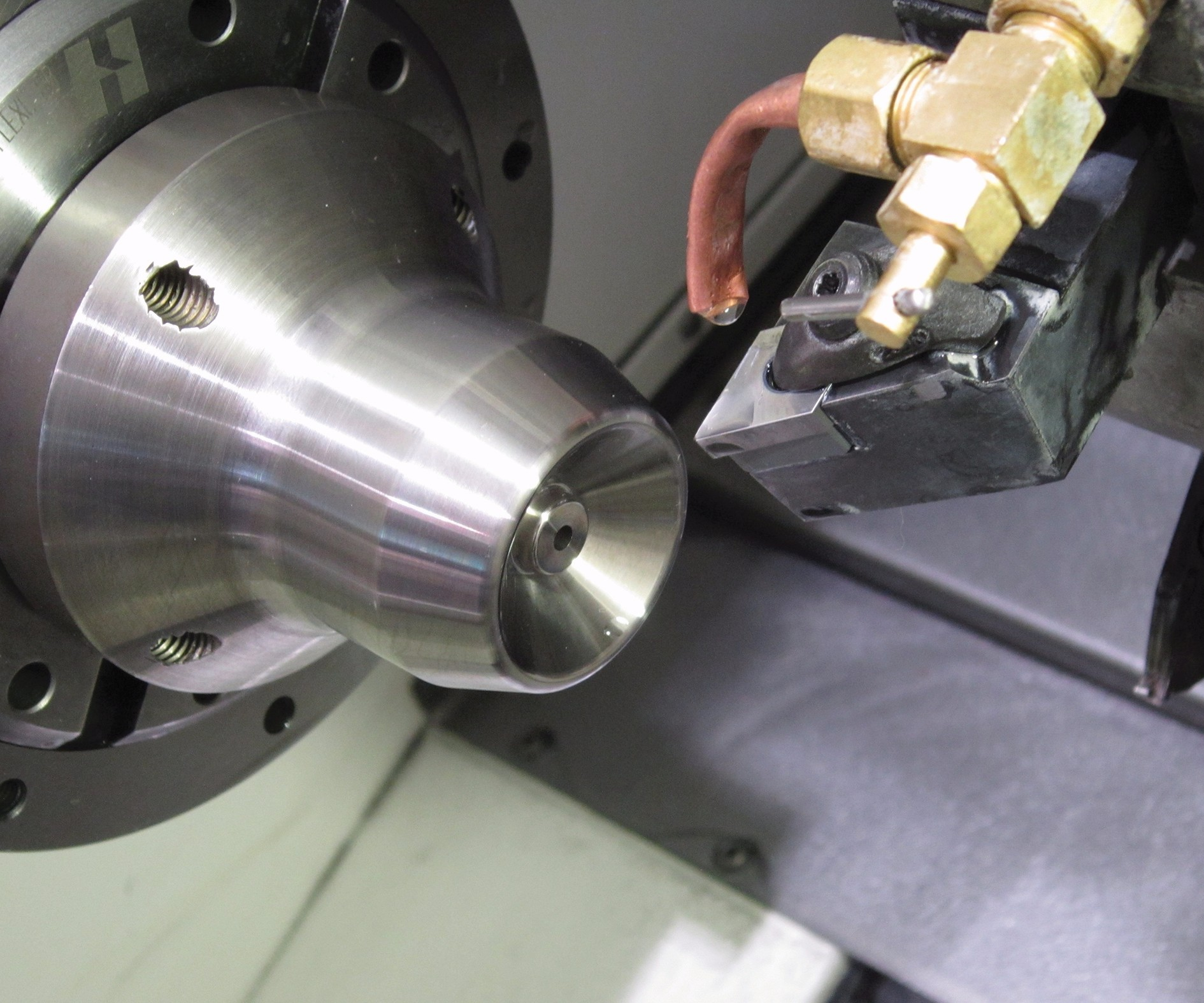 hard turning a workpiece