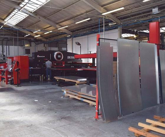 Amada EM 2510 punch press and sheet loader