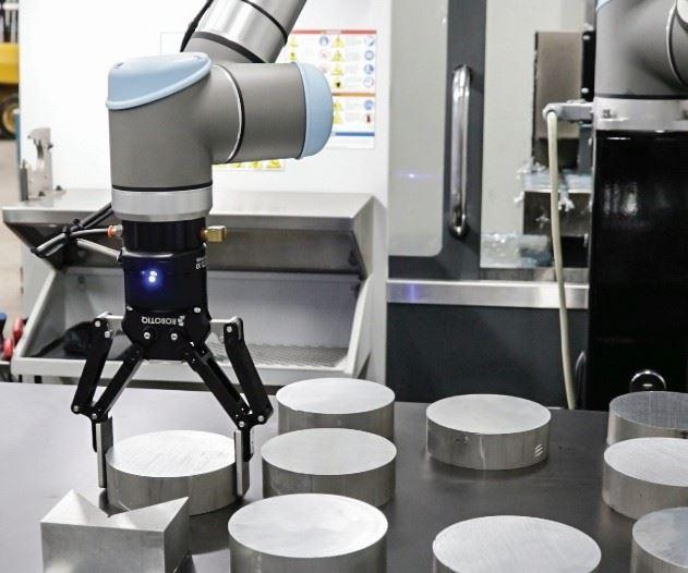 cobot identifies workpieces