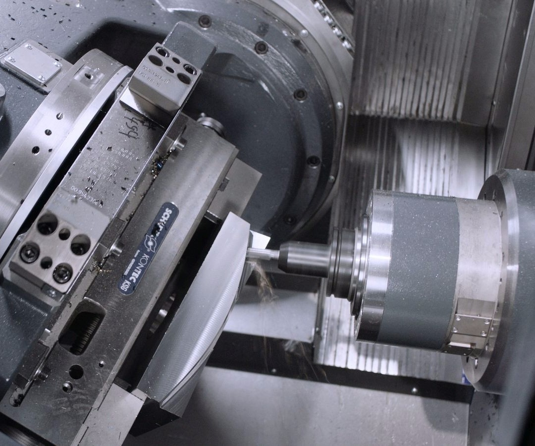 Five-axis horizontal machining center
