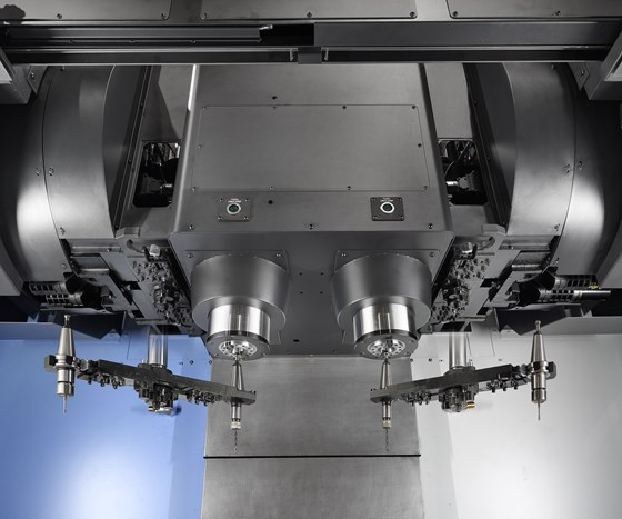 two toolchangers on Doosan two-spindle machining center