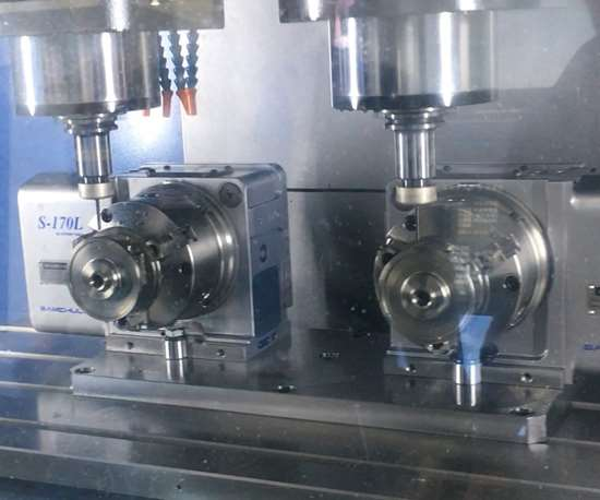 Doosan two spindle machining center with two rotary tables