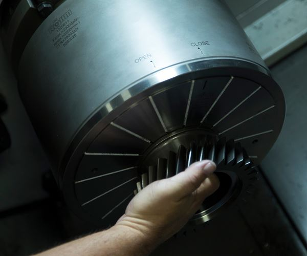 Collet Chucks Overcome Distortion for Automated Gear Machining image