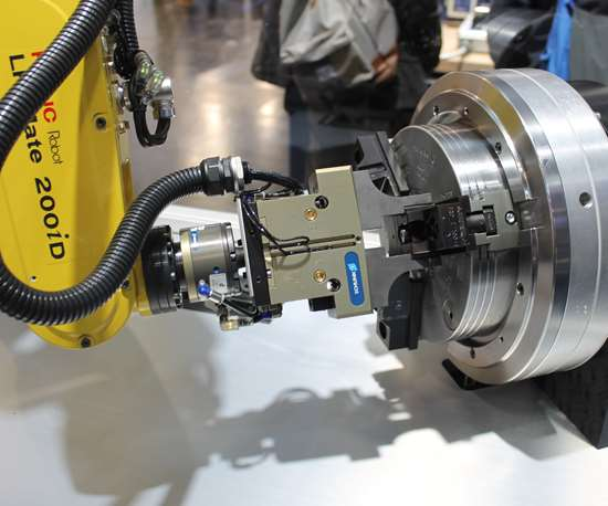 Schunk was showcasing fully automatic chuck jaw change via a Fanuc robot