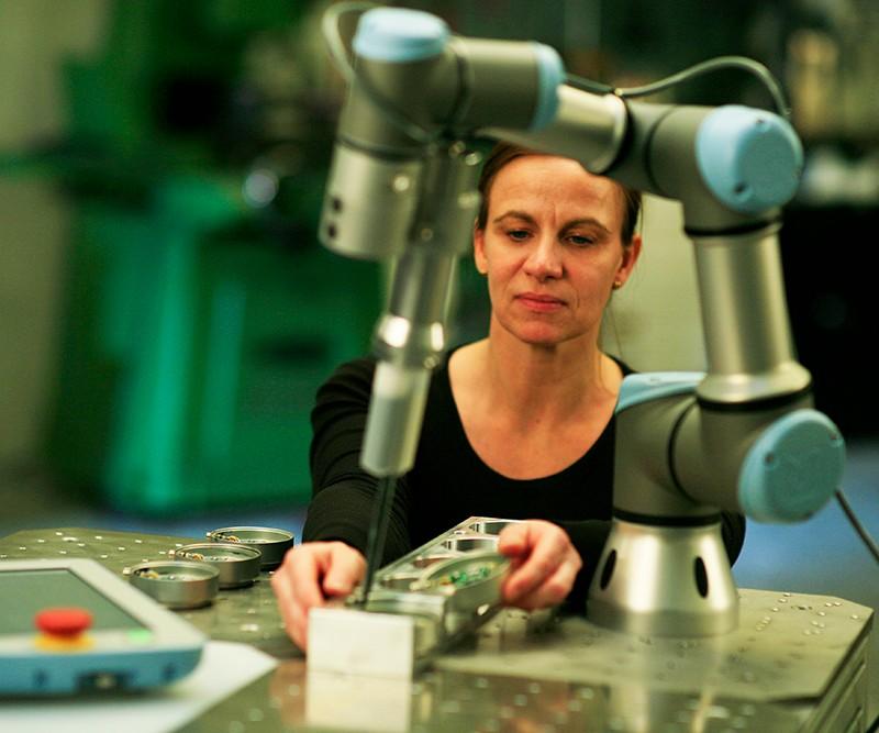 Universal Robots' UR3 cobot in action
