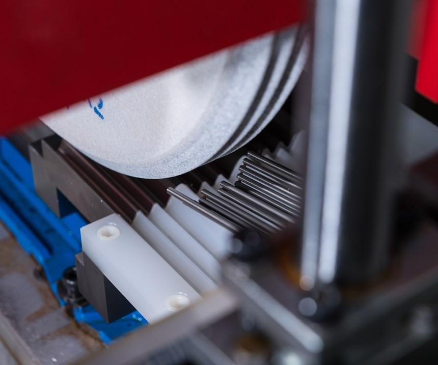 冷却液喷嘴的布置应符合缓进给磨削中砂轮的轮廓