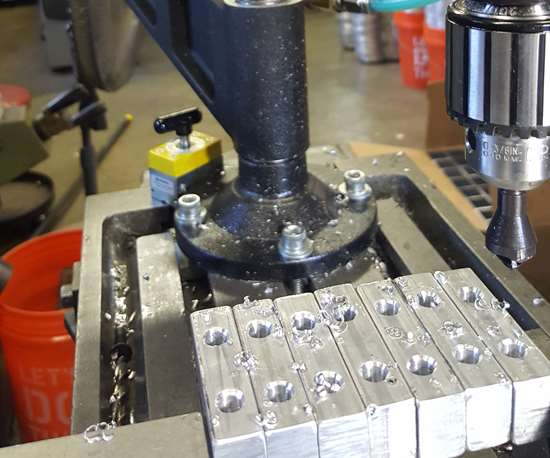 FlexArm tapping vise jaws