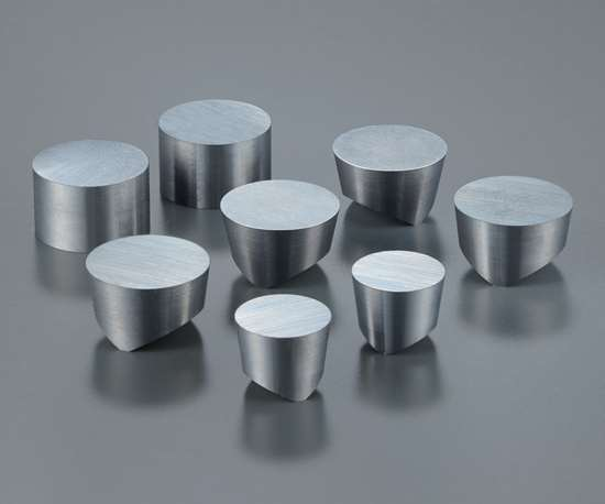 A selection of ceramic inserts for rouging and semifinishing. Round, robust shapes are generally preferred.