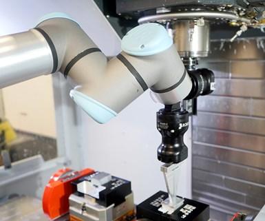 UR robot with Robotiq Dual-Hand-E gripper